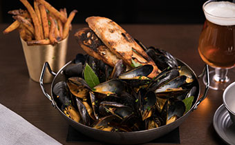 mussels and crispy frites